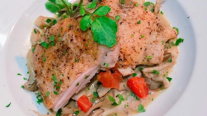 イタリアンバール  スペッロ - 料理写真:地鶏モモ肉のカチャトーラ