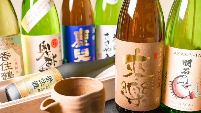 あかし亭あなご - ドリンク写真:地酒の名産地、兵庫県。そのなかから選りすぐりお客様のお好みで楽しんでいただけます!