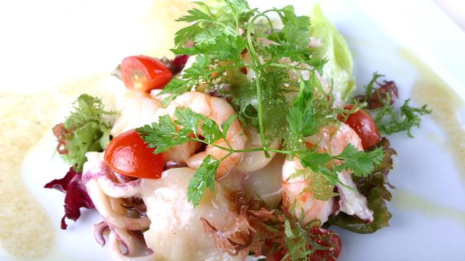 ベンベヌート - 料理写真:海の幸のサラダ仕立て
