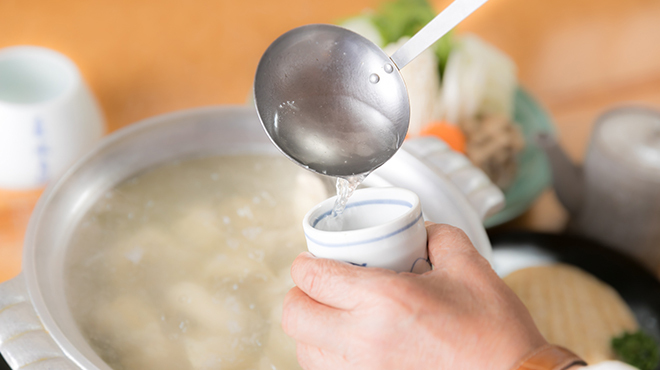 博多水たき元祖 水月 - 料理写真:水と鶏肉だけのコンソメ風スープ
