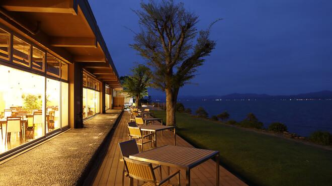 レストラン Rivage - 内観写真:夜は松江市内の夜景がご覧いただけます。