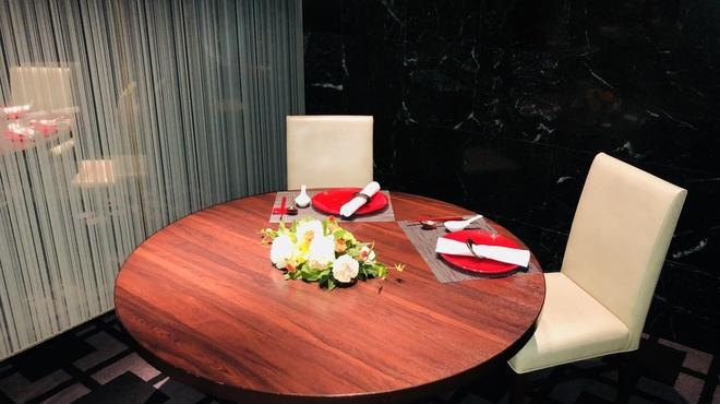 花梨 - 内観写真:プライベートな空間でお料理とお話しおをお楽しみください