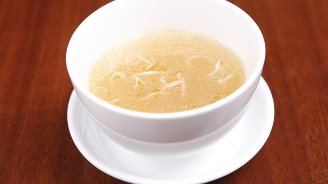 龍口酒家 - 料理写真:疲れた体に染み渡る!丸鶏やスッポン・朝鮮人参などからとったスープ 八宝湯
