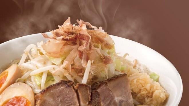 野菜が美味しい鶏豚ラーメン まる重 - メイン写真: