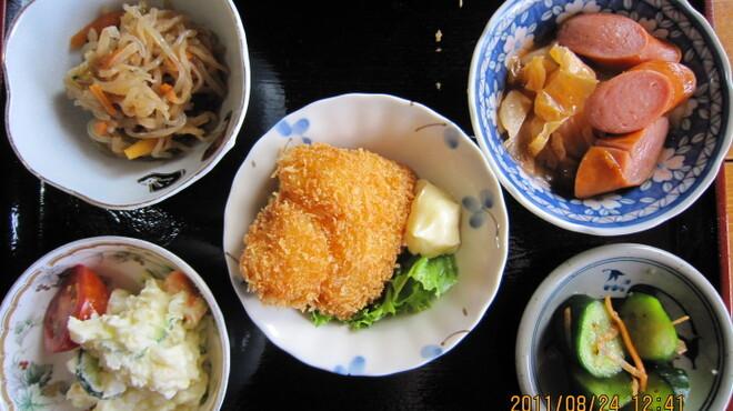 喰い処 弐七 - 料理写真:どの料理にも 小鉢が5品付いています