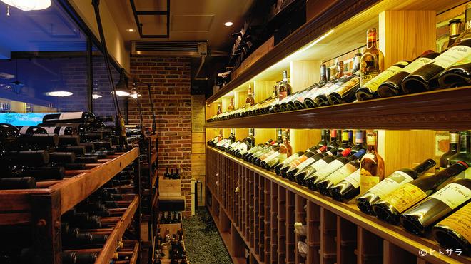 ヴェーナ - 内観写真:ワイン好きを唸らせる! イタリア産オールドヴィンテージワイン