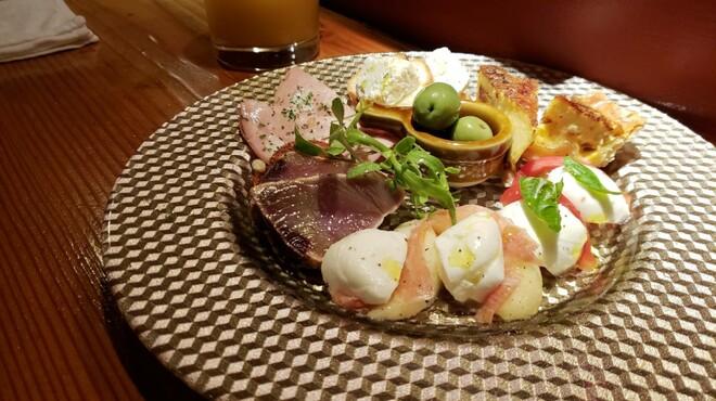 ワイン食堂TreTre - メイン写真:
