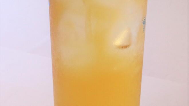 山東 - ドリンク写真:水出し高山黄金烏龍茶です。華やかな香りをお楽しみください。