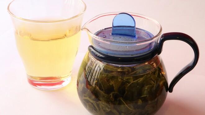 山東 - ドリンク写真:当店の提供する高山黄金烏龍茶は、台湾の標高2000m以上の高地で生産された爽やかな甘みを感じられる烏龍茶です。