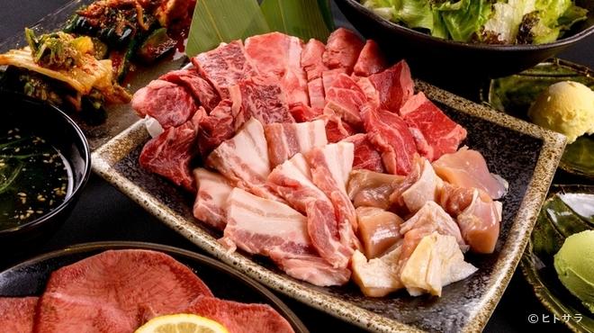 焼肉 銀座 - 料理写真:ボリュームたっぷり!しっかりお肉を食べたいときは、全11品の『銀座コース』がオススメ