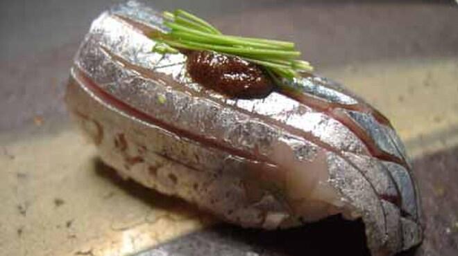 さかもと屋市兵衛 - 料理写真:秋刀魚のすしほろ苦い肝のソースでお召し上がりいただきます