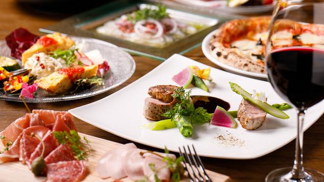 Edy's Bar - 料理写真:前菜盛り合わせ、生ハム、カルパッチョ、ピザ、パスタ、肉料理