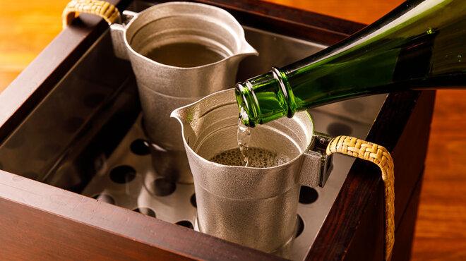 酒亭赤坂かねさく - ドリンク写真:燗酒。1本1本丁寧におつけいたします。