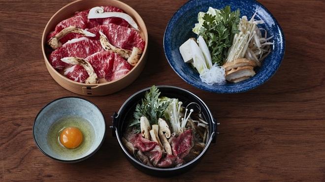 山笑ふ - 料理写真:黒毛和牛サーロインと松茸のすき焼き