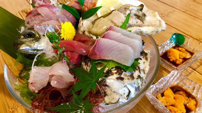 一瞬 - 料理写真:旬の魚を使ったお造り盛り合わせ