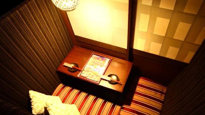 個室で肉寿司を喰らう 今昔物語 - メイン写真: