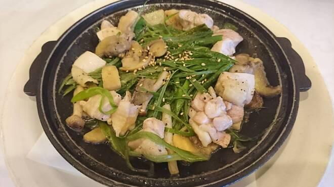 鳥八 - 料理写真:鶏と茸の陶板焼き