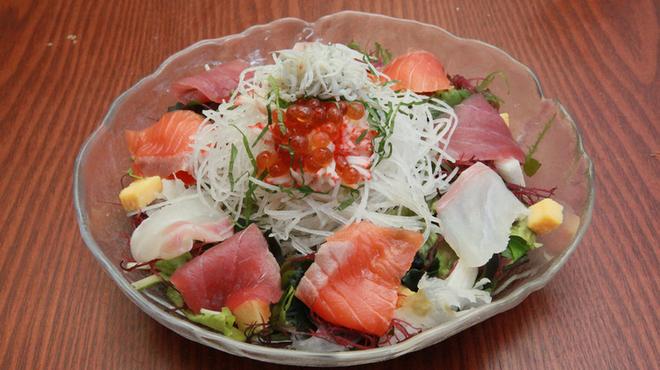 大衆すし酒場 カドハチ - 料理写真:海鮮サラダ