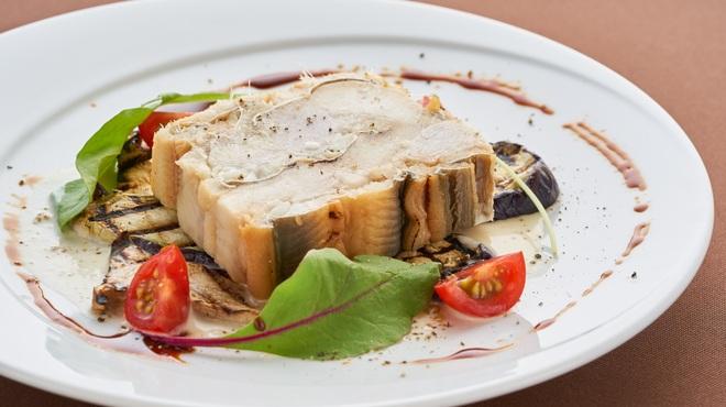 マルゴ ルナソラ - 料理写真:穴子と里芋のテリーヌ ブールブランソース