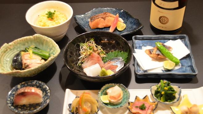 日本酒とお刺身 秋丸 - 料理写真:¥4000 満足コース