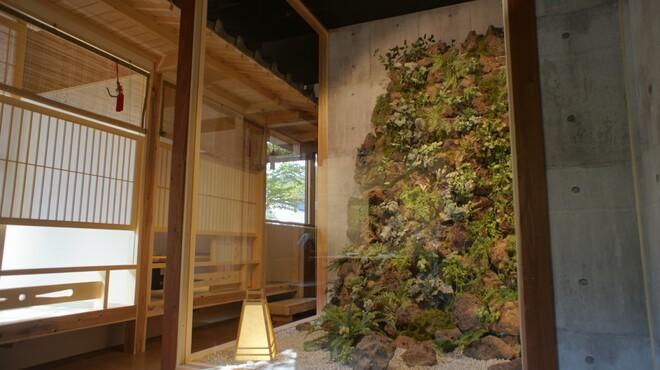 睡蓮茶屋 - 内観写真:迫力のあるエントランス斬新な日本庭園をイメージしました。