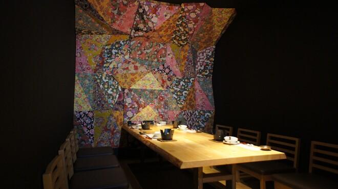 睡蓮茶屋 - 内観写真:隠し扉の開けたその先にはゆったりとした秘密部屋