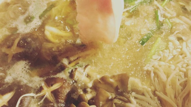 地酒蔵大阪 - 料理写真:きのこたっぷり 芳寿豚しゃぶ白雪鍋