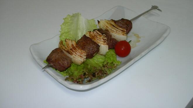 カリブの宴 - 料理写真:当店おすすめの[ケイジャン・ビーフケバブ]です!! 食べごたえ満点!!! ヘルシーです!!