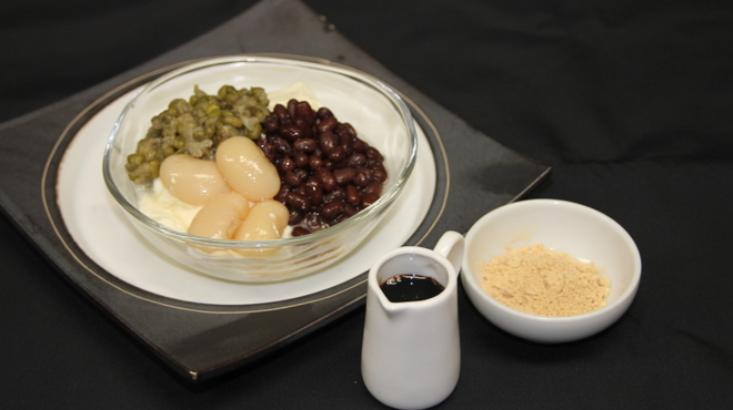 銀座 麒麟 - 料理写真:豆乳クリームを使った 濃厚豆花 黒糖と三種煮豆のせ