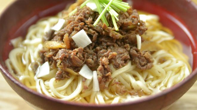 神楽坂 久露葉亭 - 料理写真:冬限定は天草和牛を盛りつけた肉うどん