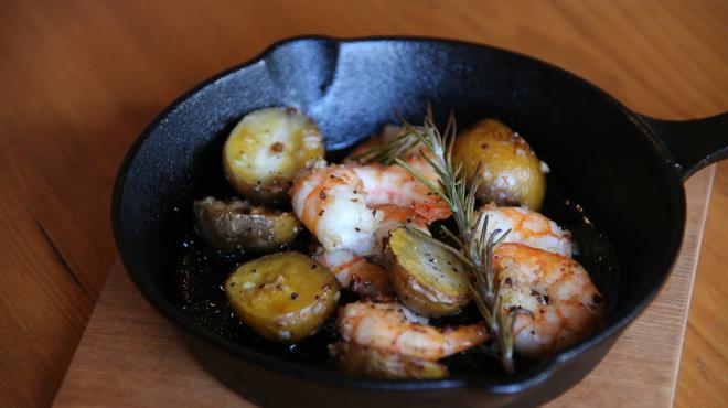 ブランチ&ディナー ナッツフォードテラス - 料理写真:海老とじゃがいものロースト