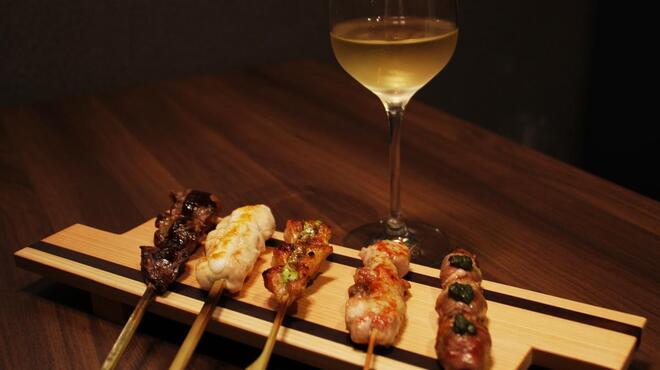 焼鳥とワイン ソバヤノニカイ - 料理写真:飲んでるワインに合わせて5本チョイスします