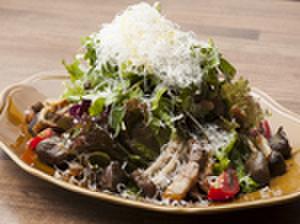 fours - 料理写真:foursサラダ(砂肝コンフィ、自家製ベーコン、きのこソテー、パルミジャーノのせ