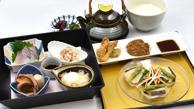 味喰笑 - 料理写真:11月の東山御膳1,450円(税込)料理長おすすめの人気の御膳です。