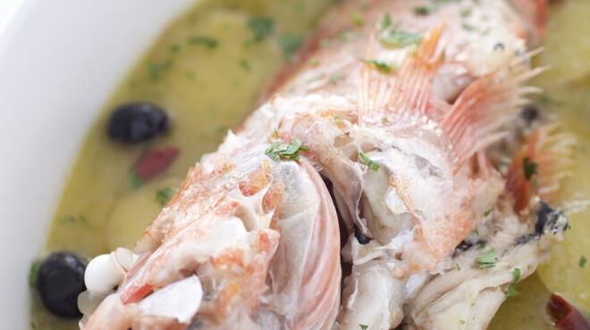 ナポリ、アマルフィ料理 Ti picchio - 料理写真:アマルフィのアクアパッツァはじゃがいもと黒オリーブを使います。