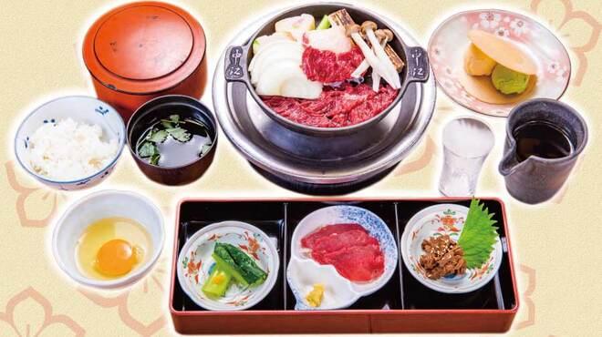 桜なべ 中江 - 料理写真:馬刺し、桜鍋など、中江の看板料理を一通りお楽しみいただける ランチセットです。