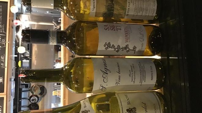 藤一 - ドリンク写真:お料理に合わせた自然派ワインをラインナップ