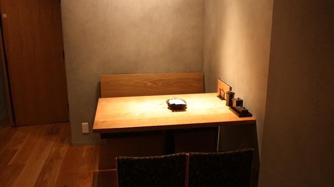 のずみ  やさい巻き・彩sour - 内観写真:4名席。店内を見渡せる位置で、一番人気!
