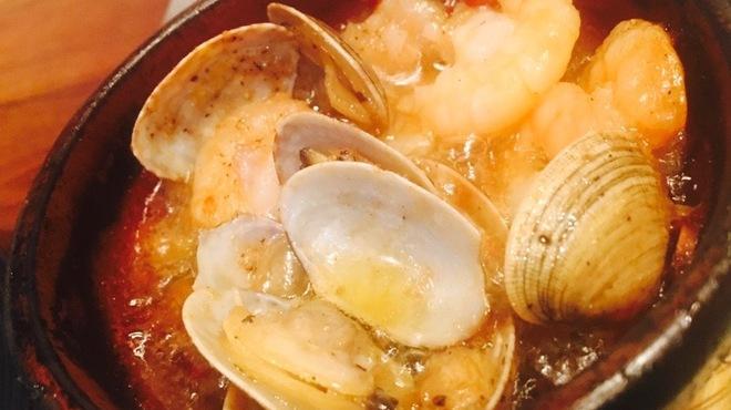 西中島ギョーザ&ワインバルYEBISU - メイン写真:
