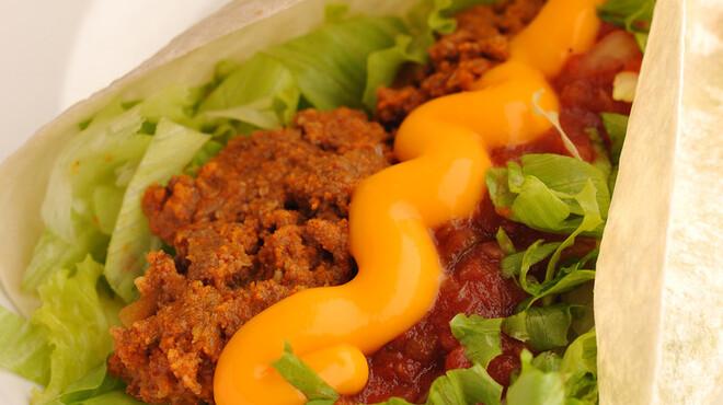 3Bタコス - 料理写真:タコスロール 定番メニューは絶妙なお味! 400円
