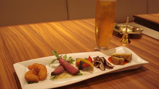 カフェラウンジ ボンアート - 料理写真:ビールorグラスワイン+前菜5種盛セット \1200
