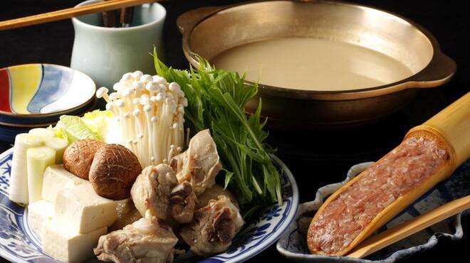 旧月 - 料理写真:看板メニュー、コラーゲンたっぷりの『地鶏の水炊き』