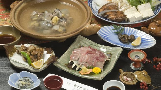料亭 やまさ旅館 - 料理写真:大分県出身の政治家で稀有の食通として知られる木下謙次郎(1869~1947)が、当時ベストセラーとなった著書「美味求真」にて食通が最後にたどり着く美味としてすっぽんを紹介しています。