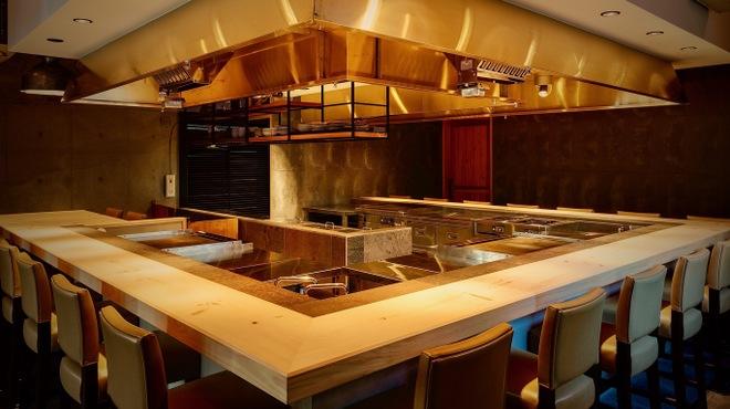 eat azabujuban - 内観写真:12/7 1階に鉄板焼きオープンします。