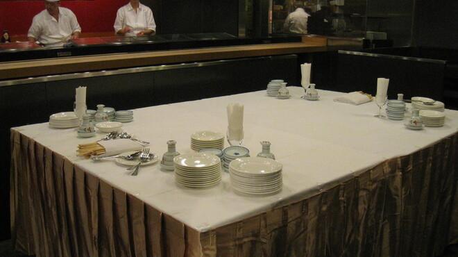 六本木 福鮨 - 内観写真:貸切パーティーのセッティングです。