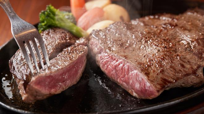 ジャンボステーキ ハンズ - 料理写真:創業以来、愛され続けるオージーチルドランプステーキ 450g 2,980円