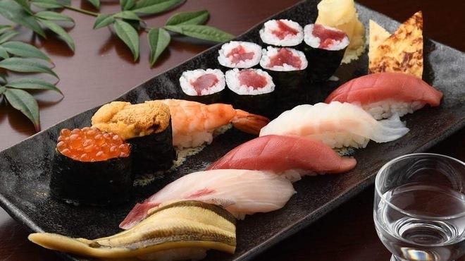 甚伍朗 - 料理写真:伝統の技が冴える『松にぎり』は【甚伍朗】の味の代表作です