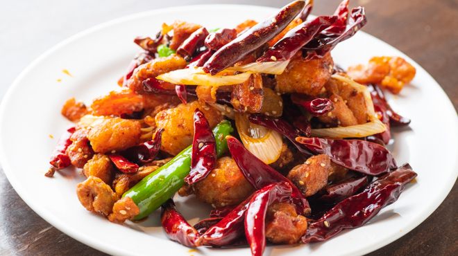 刀削麺酒家 - 料理写真:鶏と唐辛子の山椒風味
