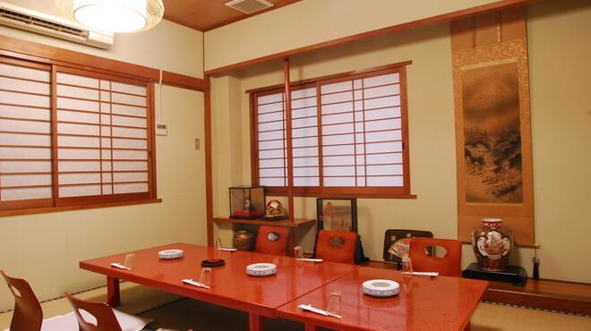 割烹よし田 - 内観写真:3階には接待や少人数の宴会に対応する個室あり