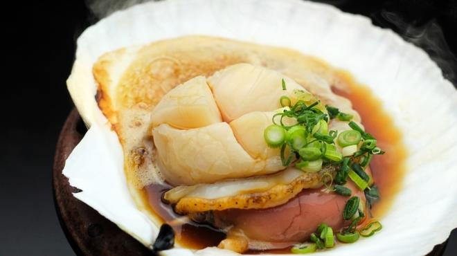 北○ - 料理写真:【睦月1月/冬の極上食材フェア】根室より 地まき活帆立貝のバター醤油焼き 900円